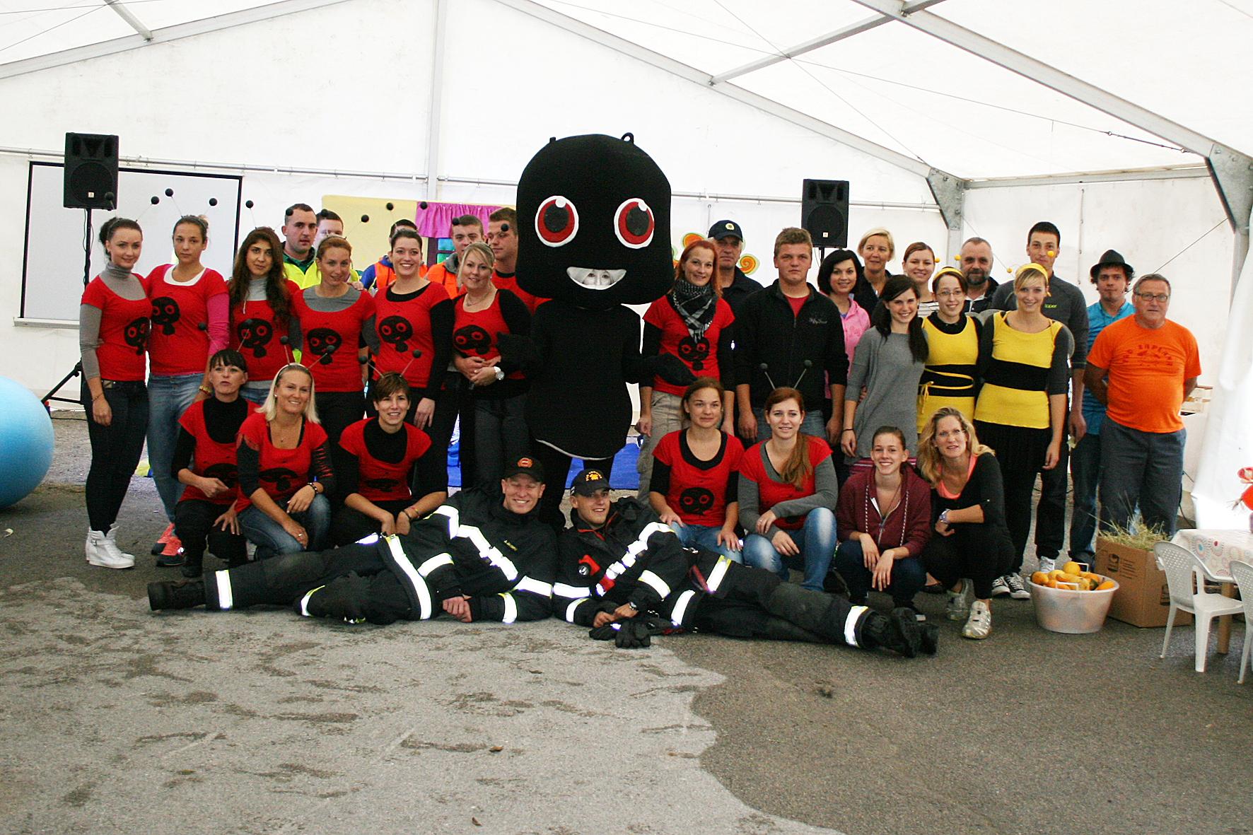 Grajska zabava za otroke z mravljico Ulo in gasilska veselica